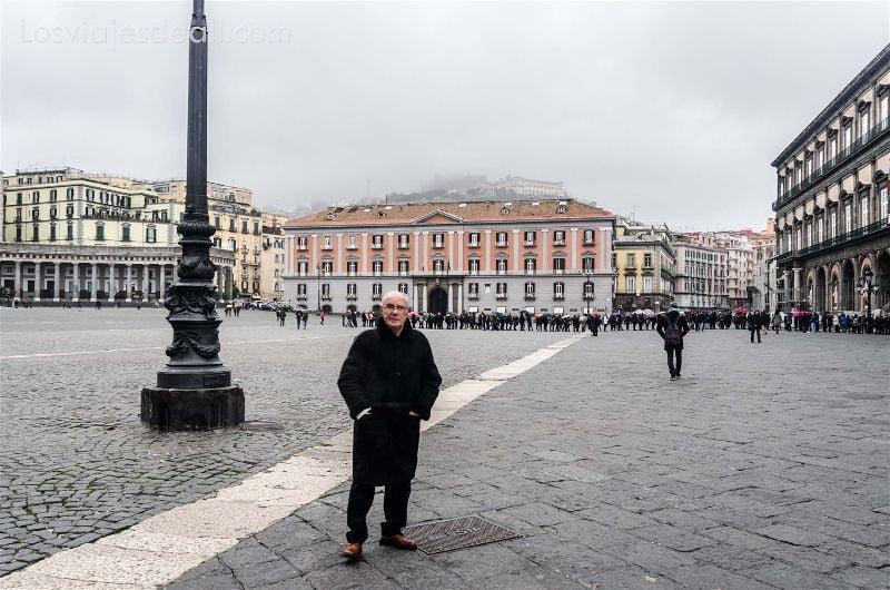 piazza del Plebiscito en Paseos por Nápoles