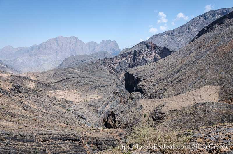 vistas del snake canyon que divide la montaña de roca en la cordillera al hajar