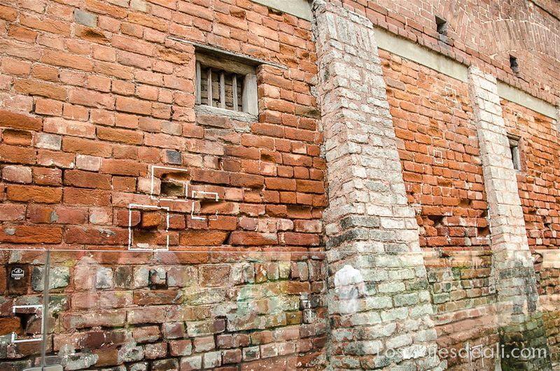 muro del jallianwala junto a templo dorado de los sijs