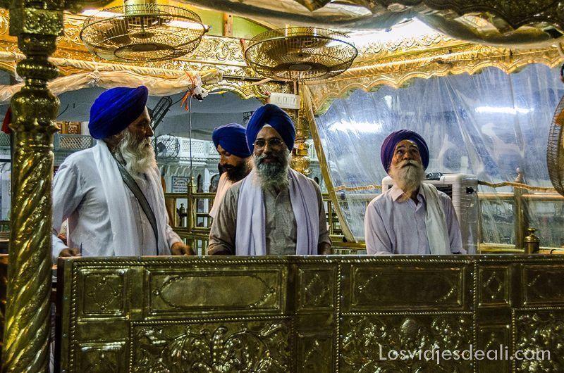 voluntarios templo dorado de los sijs