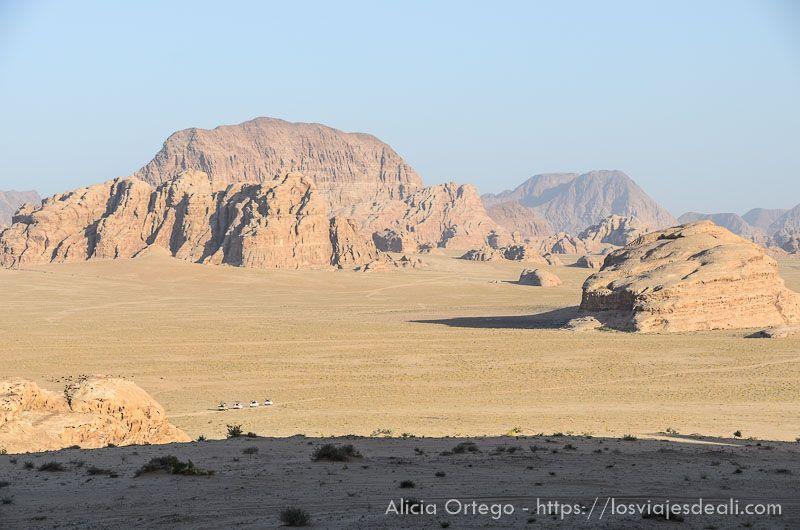 desierto de wadi rum en primavera