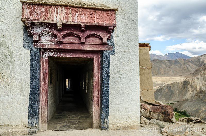 puerta del monasterio de lamayuru