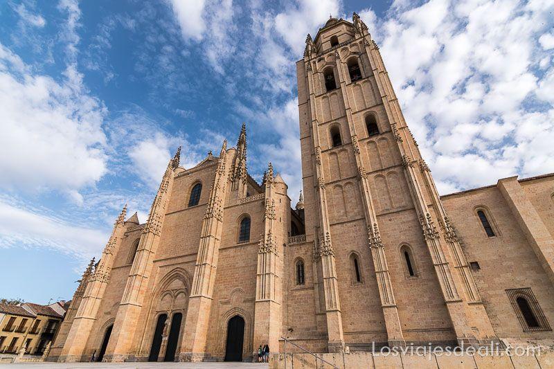 un día en segovia catedral exterior