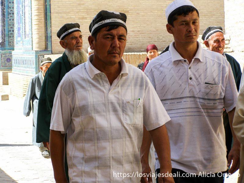 hombres uzbecos en Sha i Zindah Samarcanda