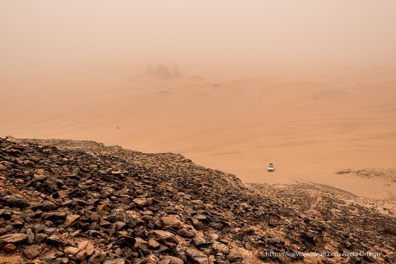 paisaje sumergido en una tormenta de arena guía de viaje a Sudán