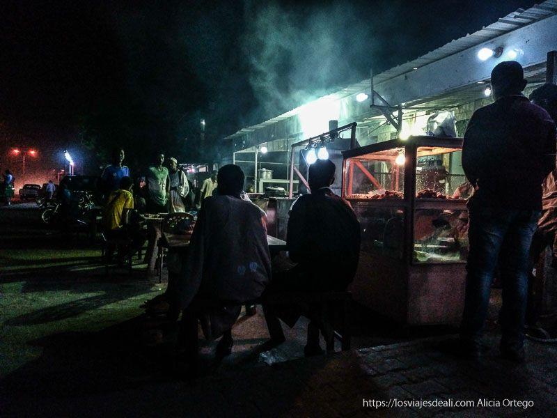 cenando el primer día en Sudán