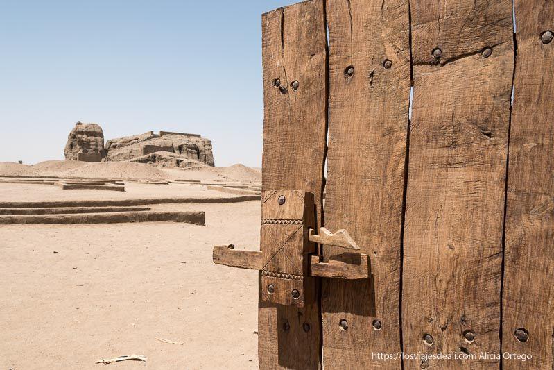 guía de viaje a Sudán entrada al yacimiento de Kerma