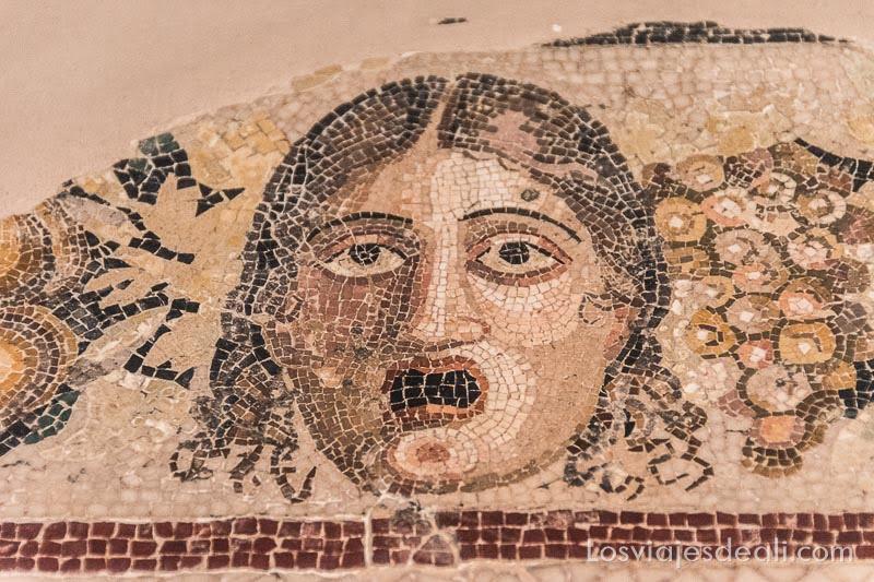 qué ver en Mdina y Rabat mosaico romano de máscara de teatro