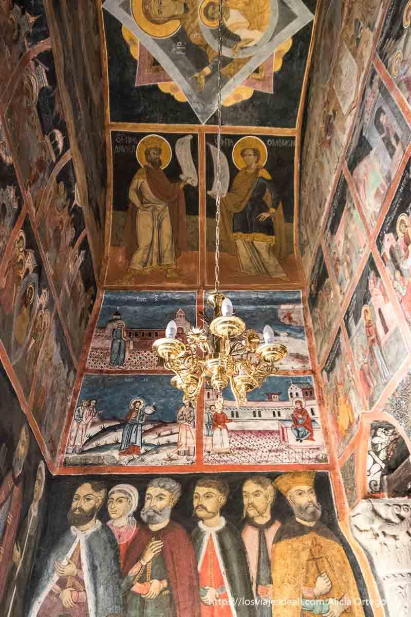 pinturas bíblicas en el monasterio de sinaia