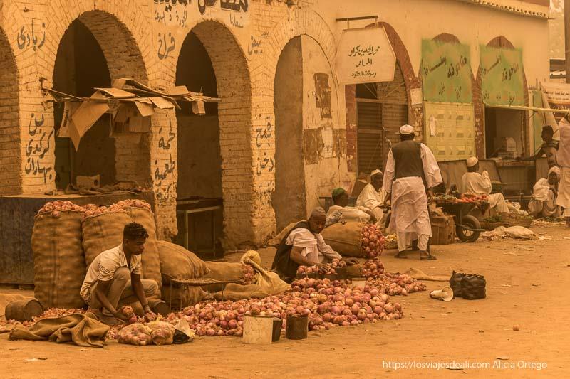 mercado de karima en color sepia por la gran tormenta de arena