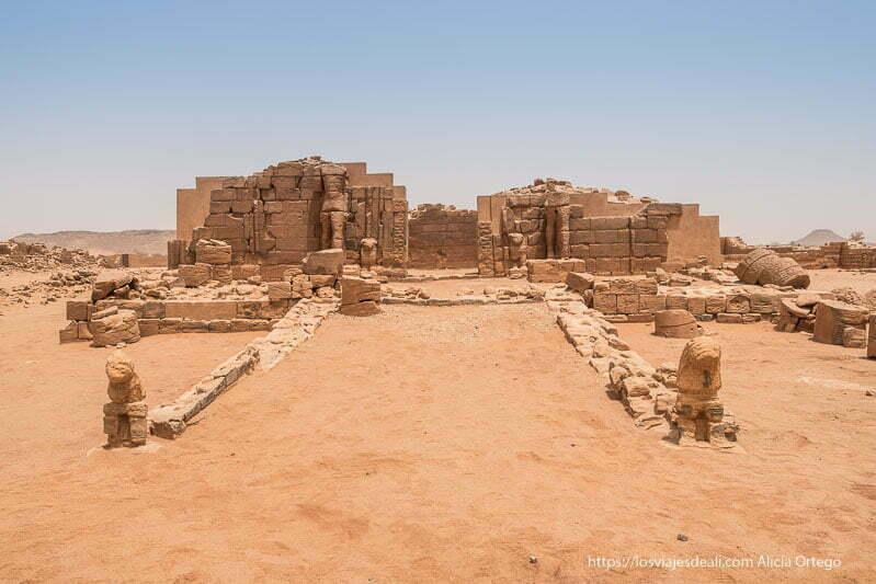 entrada al templo de es suffra en Sudán