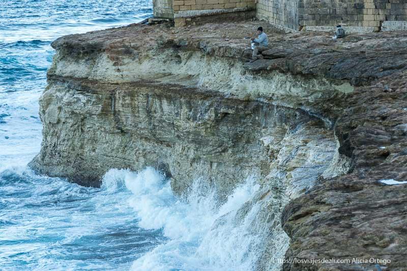 pescador al borde del acantilado cosas que ver en gozo