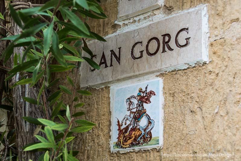 placa de San Jorge en calles de Gozo