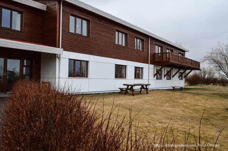 hotel hekla hecho de madera con dos pisos cultura islandesa