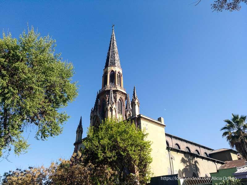 campanario de iglesia del barrio brasil en santiago de chile