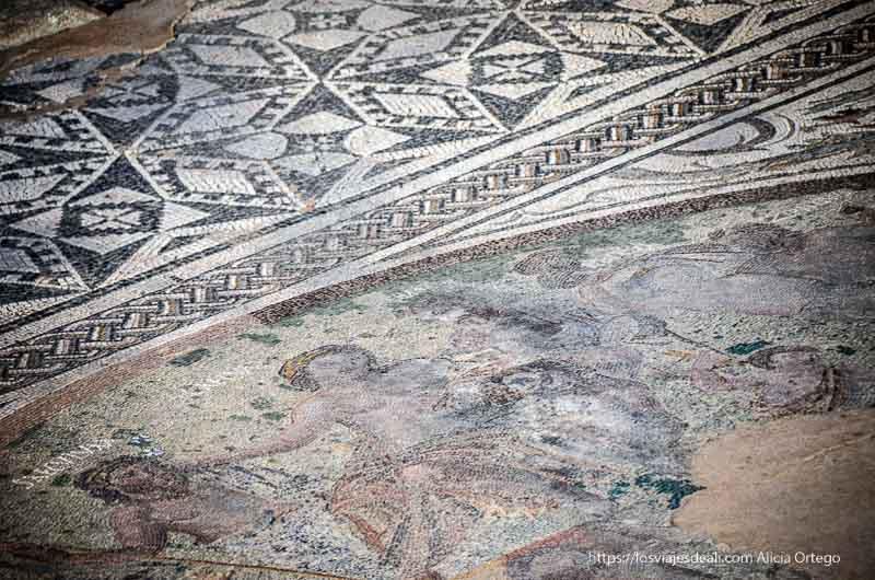 mosaico de casa romana de mérida con dioses