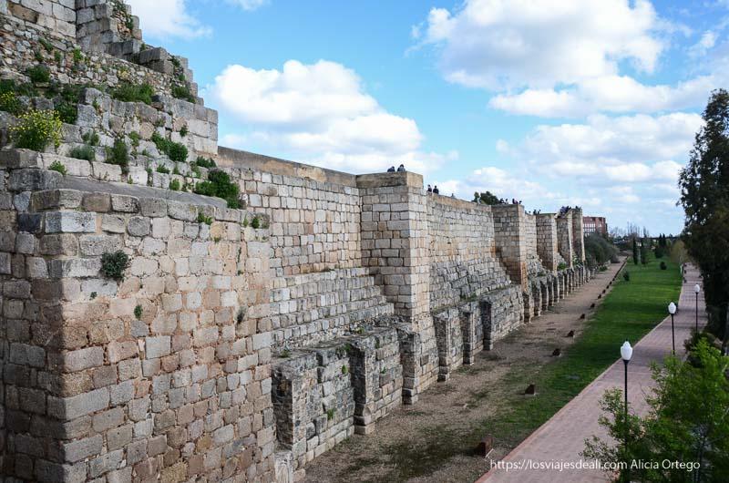 murallas de la alcazaba de mérida