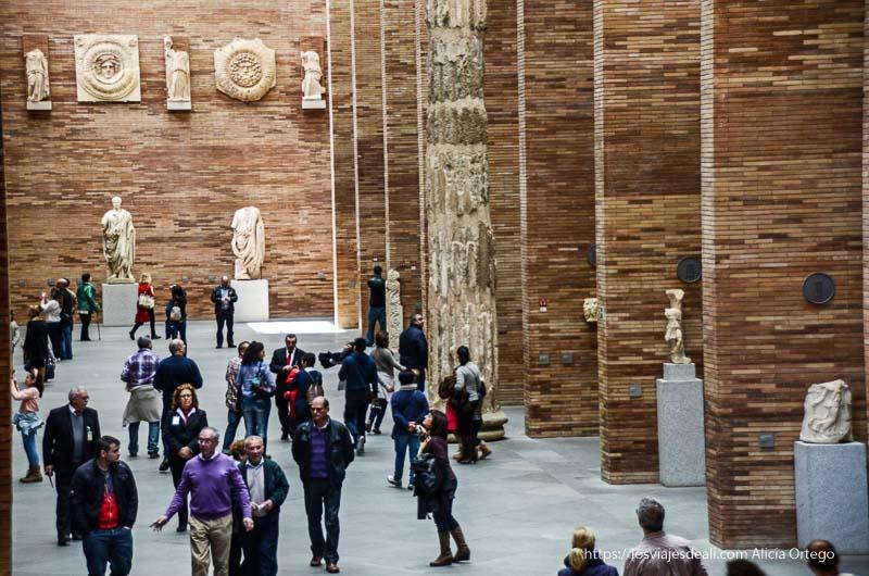 vista del hall principal del museo de arte romano de mérida