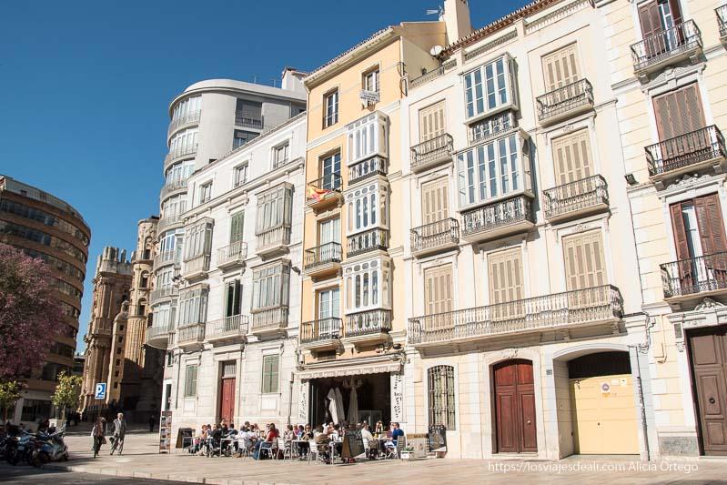 edificios con balconees acristalados centro de málaga