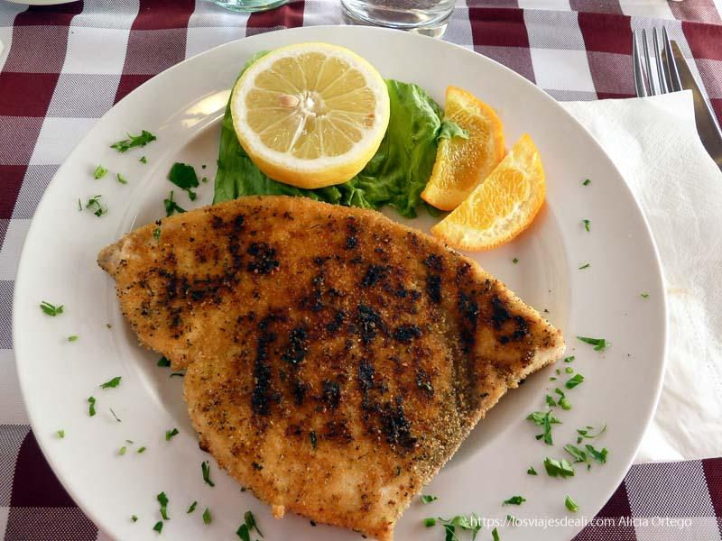 filete de pez espada empanado gastronomía siciliana
