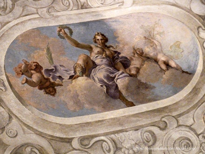 fresco de mujer portando corona de olivo qué ver en palermo