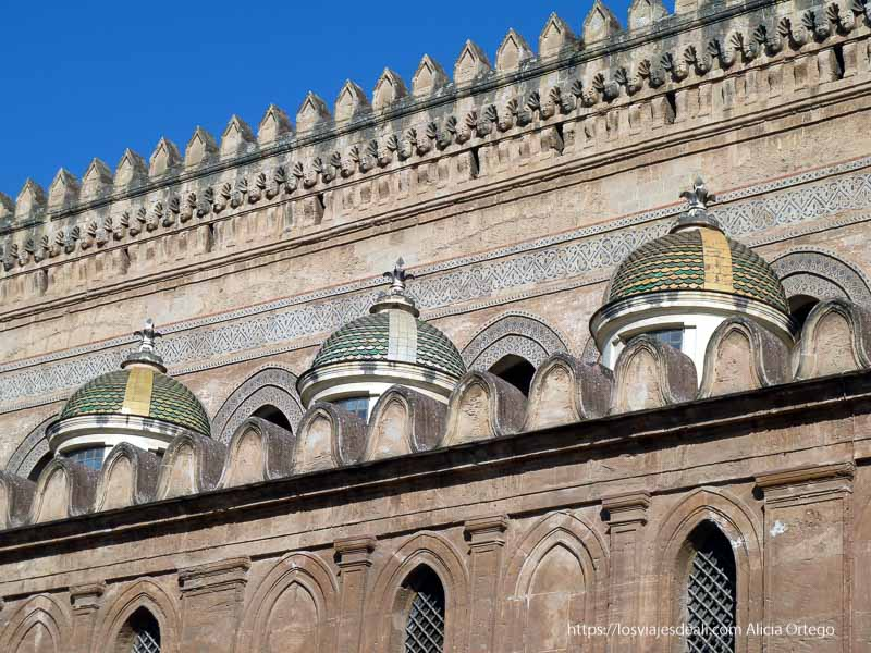 cúpulas con tejas verdes y amarillas de la catedral qué ver en palermo
