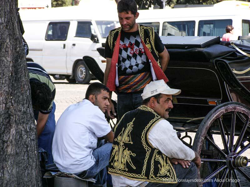 turcos descansando a la sombra qué ver en un día en estambul