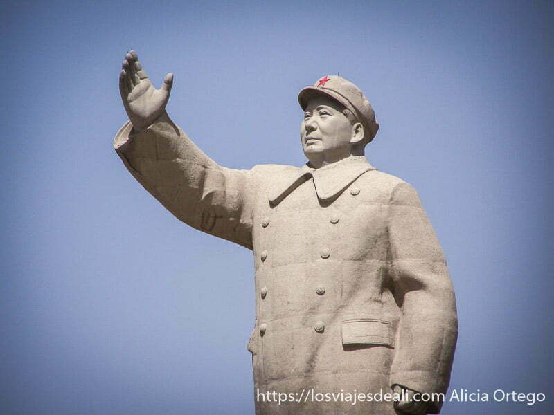 gran estatua de mao tse tung en kashgar en la ruta de la seda