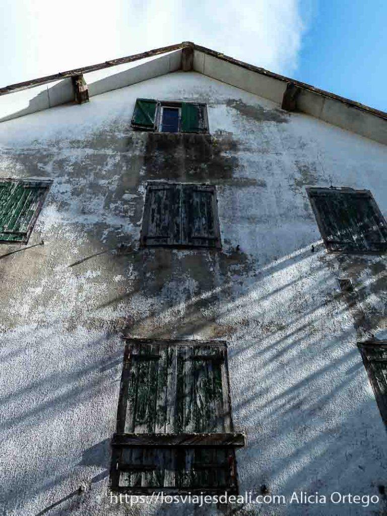 casa antigua del guarda en selva de irati