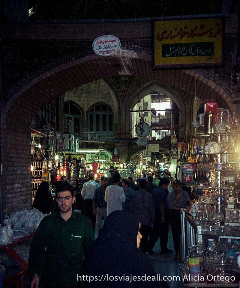 interior del gran bazar de teherán