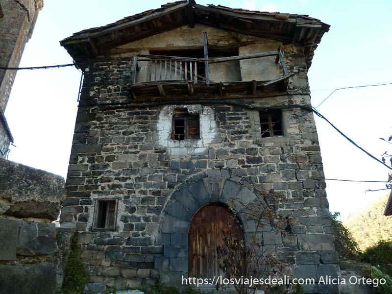casa vieja de piedra valle del roncal