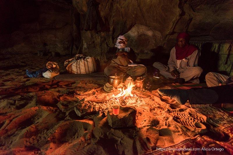 tuaregs en la hoguera viaje a Argelia