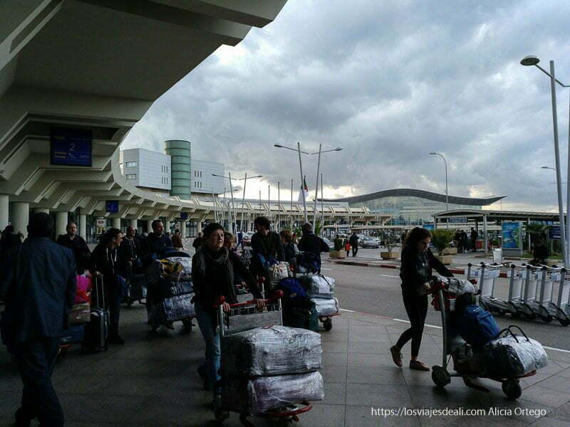 aeropuerto de argel con moderna terminal viaje a Argelia