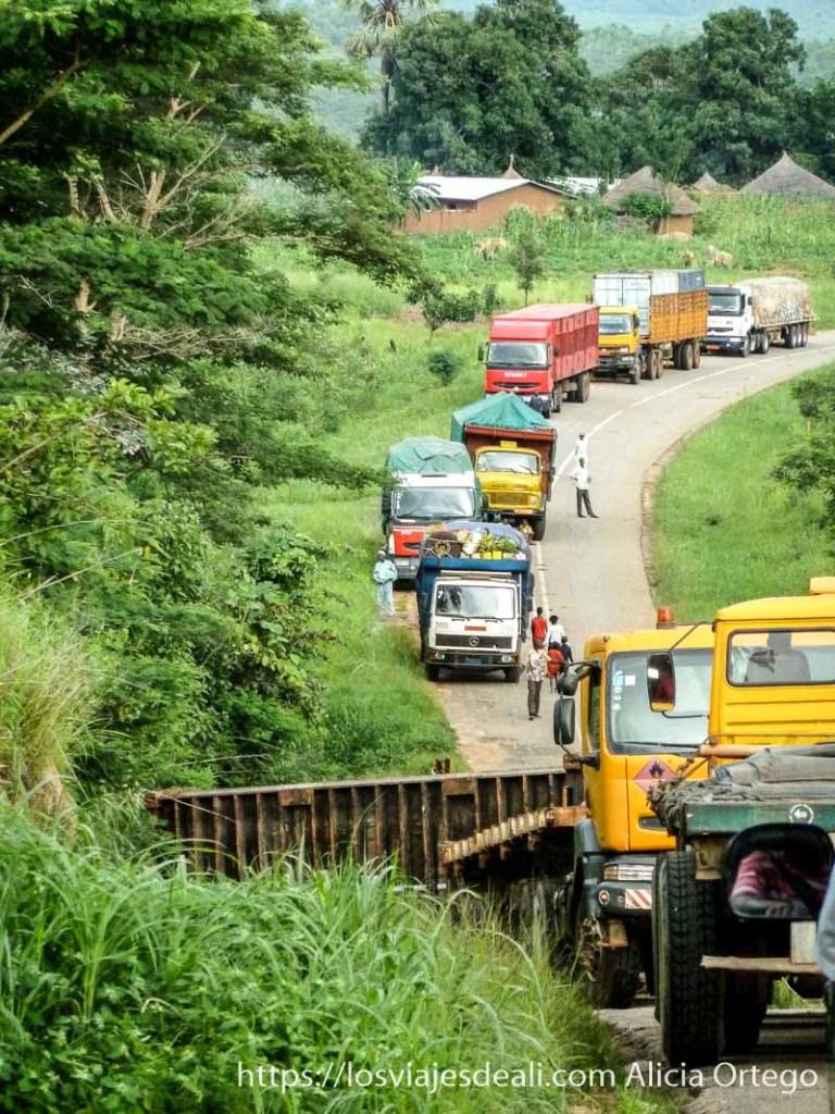 atasco producido por accidente carreteras de camerún