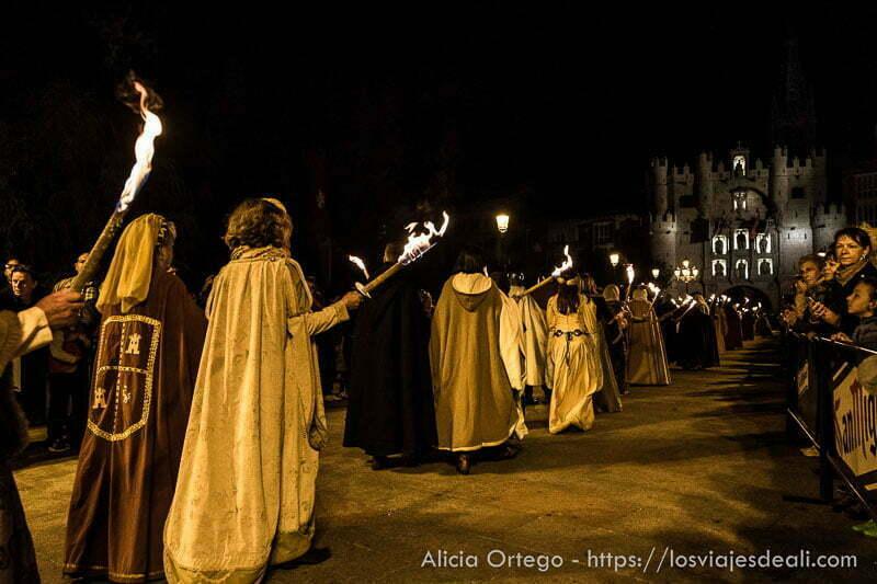 desfile nocturno con antorchas fin de semana cidiano