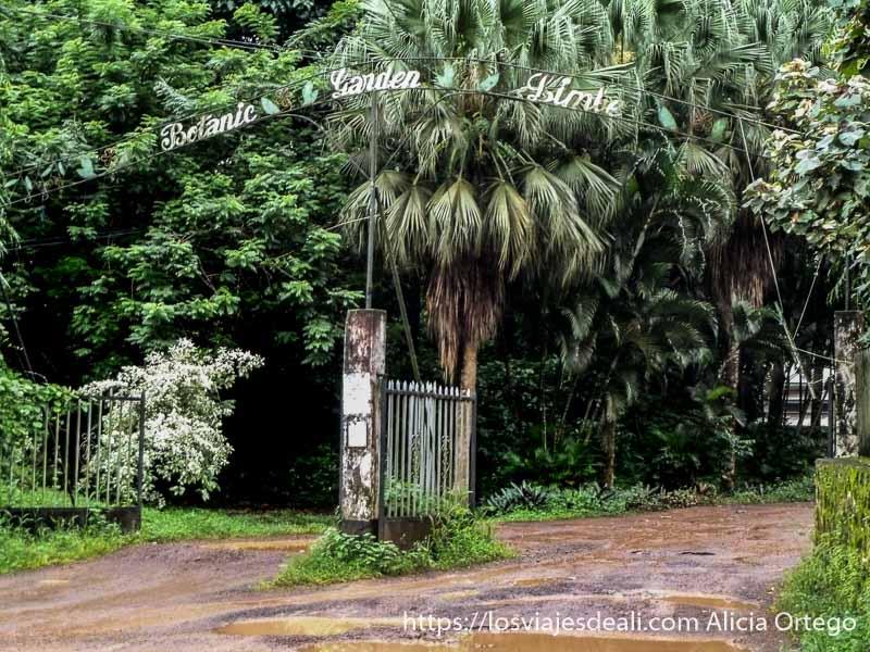 entrada a jardin botánico de limbe