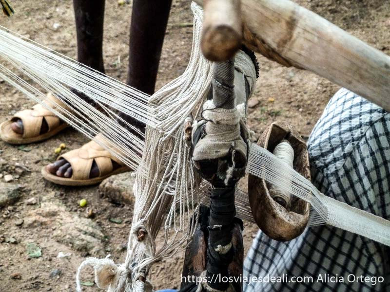 detalle del telar tradicional de rumsiki camerún