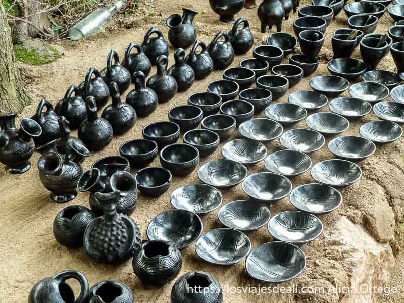 cerámica negra con dibujos de rumsiki camerún