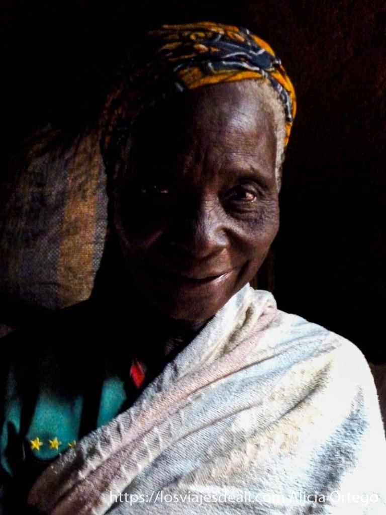 anciana de los montes mandara de camerún