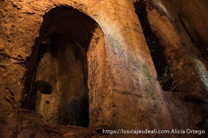 arcos en el interior de las minas escapada a ronda