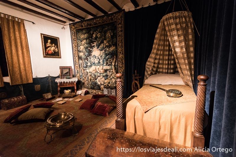 dormitorio de la casa de dulcinea en el pueblo de el toboso en la experiencia en la vendimia