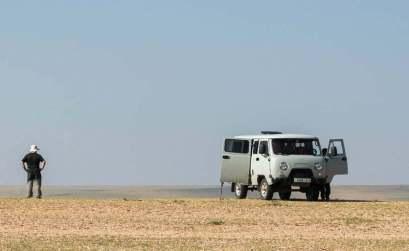 furgoneta UAZ de los años 60 en la estepa mongola viajar a mongolia