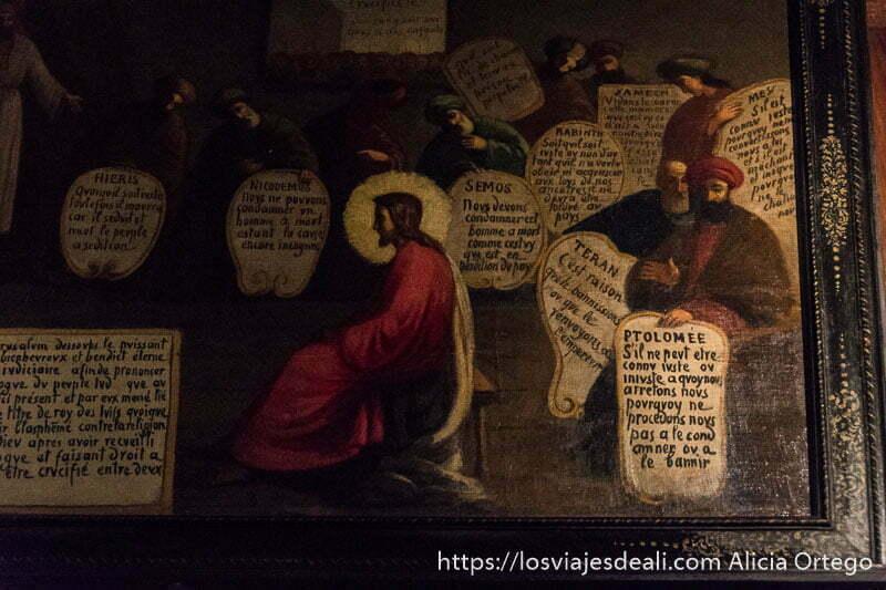 cuadro donde se ve a hombres con turbantes y carteles con nombres. En el primero dice Ptolomee y es la historia de su condena por la iglesia, en la excursión a san juan de luz y biarritz