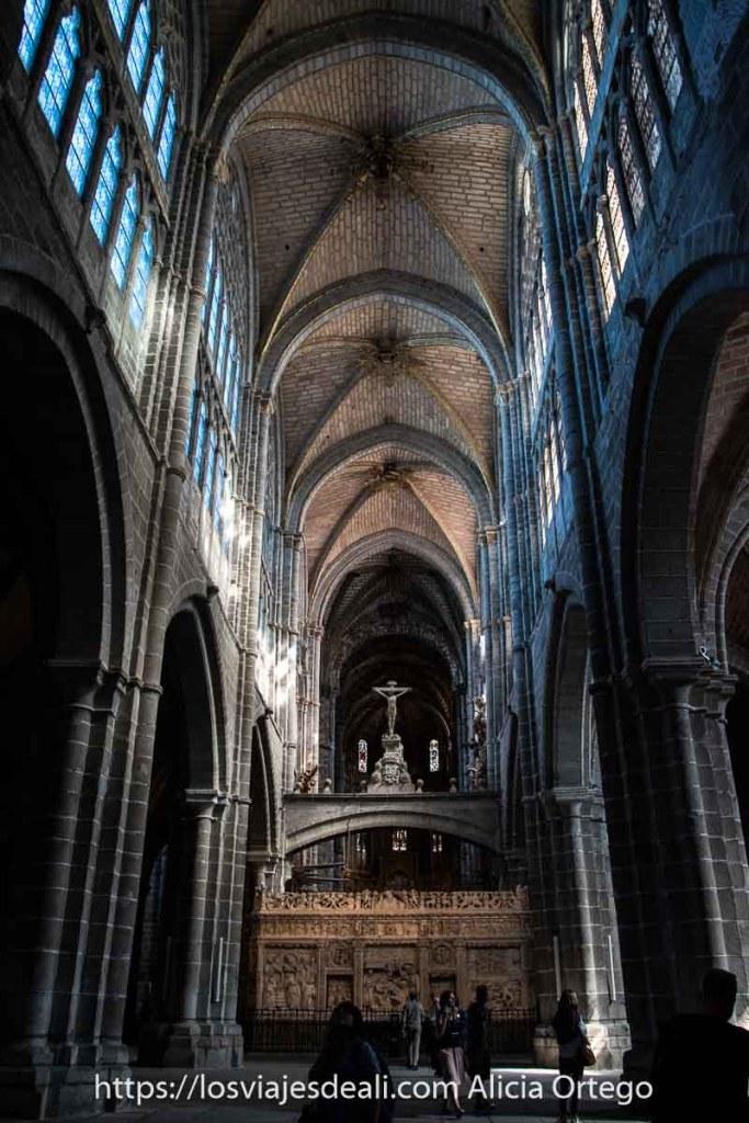 nave central de la catedral uno de los lugares que ver en Ávila