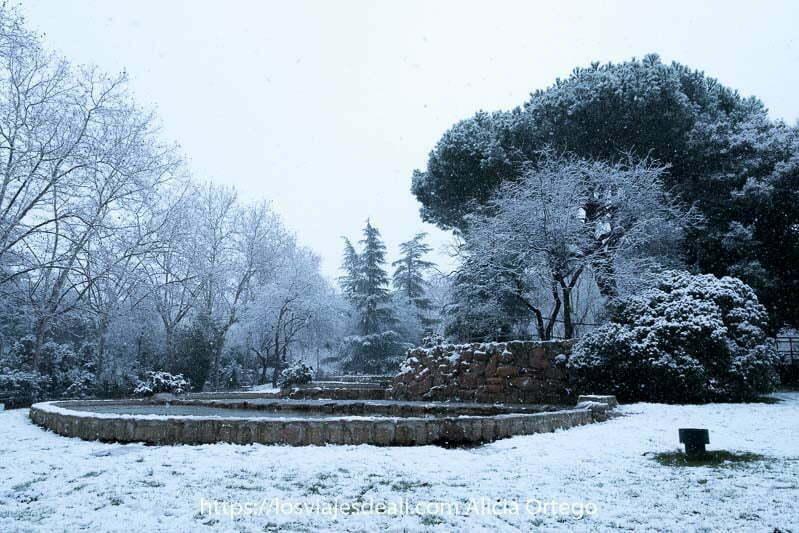 parque lleno de nieve en madrid