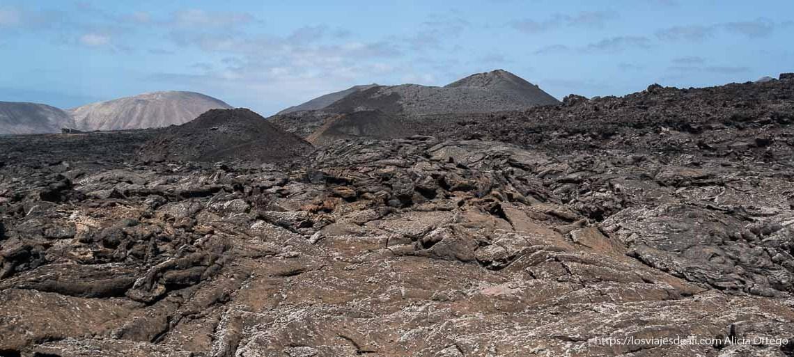 paisaje volcánico en el parque nacional de timanfaya