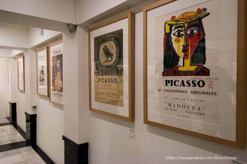 carteles de exposiciones de picasso en el museo