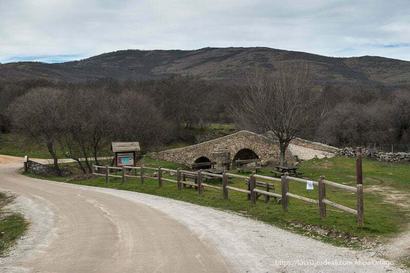 puente medieval del pueblo de canencia