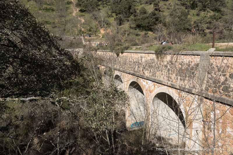 puente que hay junto a la Cascada del Hervidero