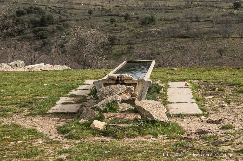 pilón para el ganado al inicio de la ruta de la cascada cancho del litero